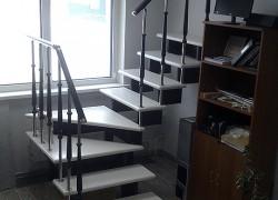 Готовые модульные деревянные лестницы на второй этаж в коттедж, дом и таунхаус разворотные на 180° п-образные Эволес (бук, комплект)