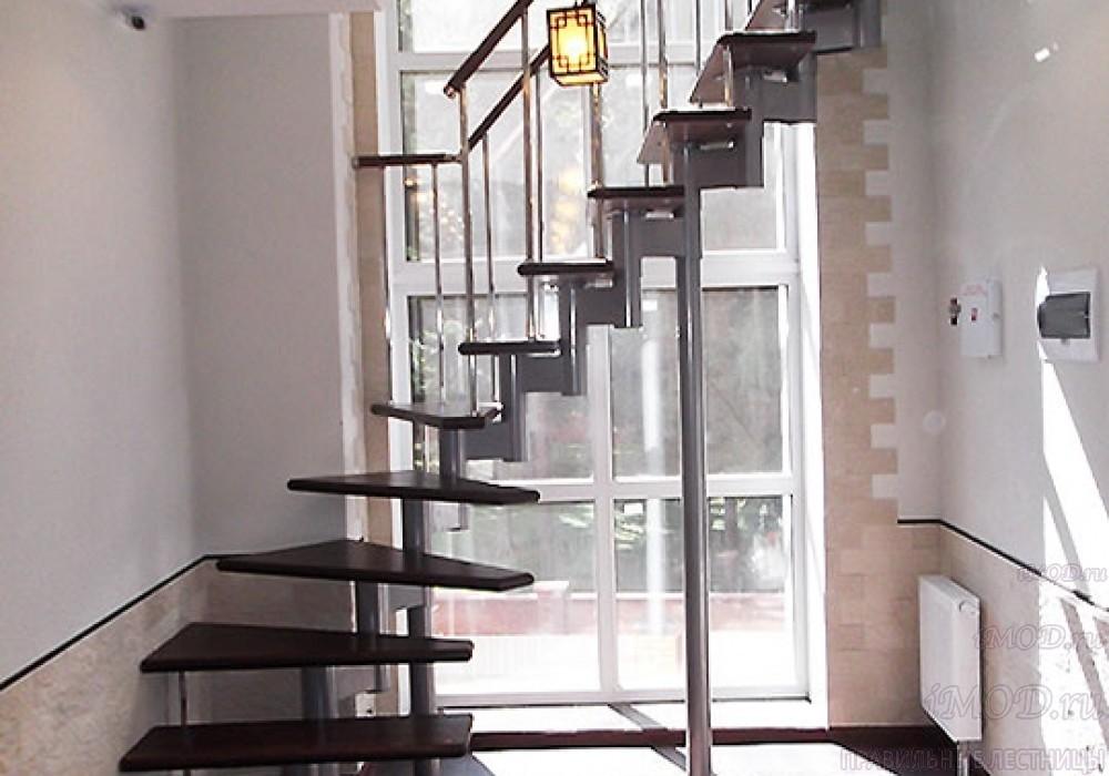 """Фото 1: межэтажные лестницы на 2 этаж """"Престиж"""" Г-образные модульные с поворотом 90 градусов - фото 1."""