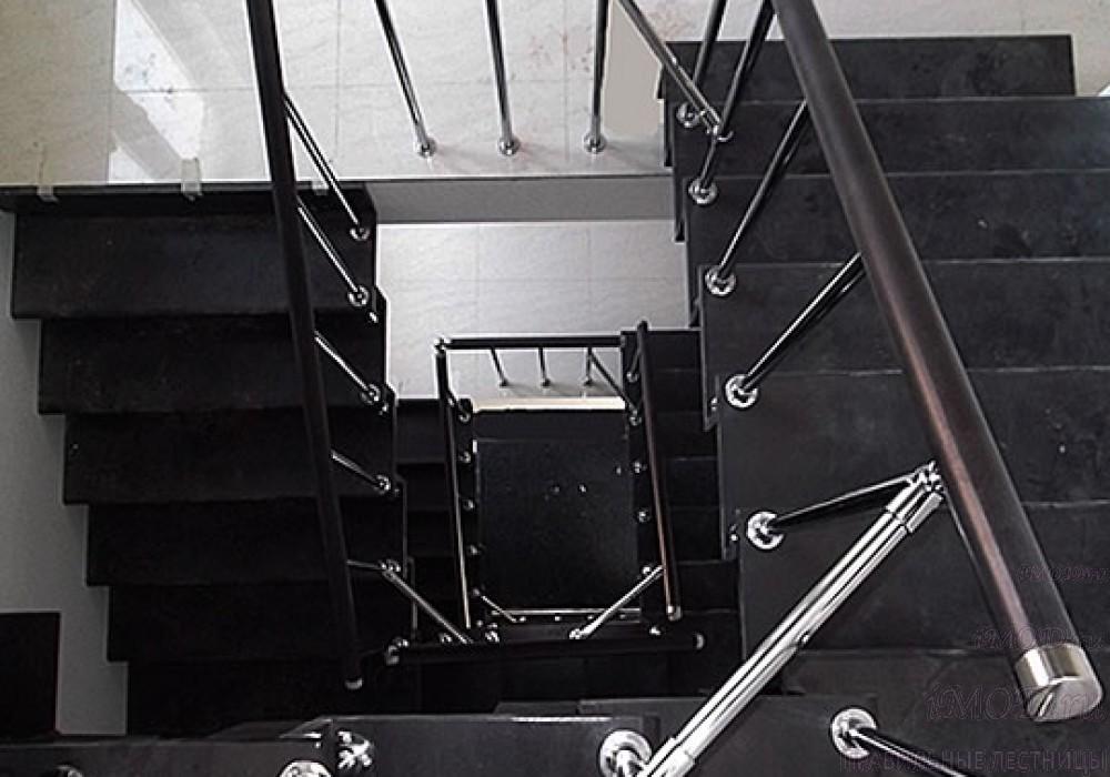 """Фото 9: лестница на 2 этаж П-образная """"СуперЭлегант"""". Изготовление лестницы на заказ с монтажом под ключ в частный дом, коттедж, таунхаус, фото 9."""