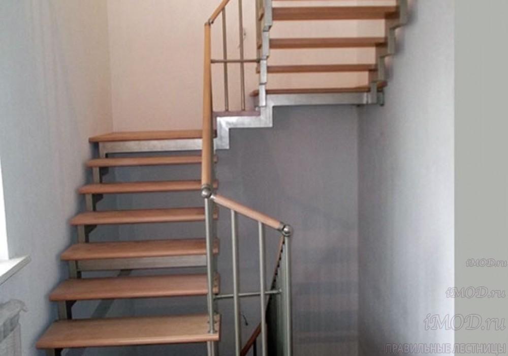 """Фото 6: лестница на 2 этаж П-образная """"СуперЭлегант"""". Изготовление лестницы на заказ с монтажом под ключ в частный дом, коттедж, таунхаус, фото 6."""