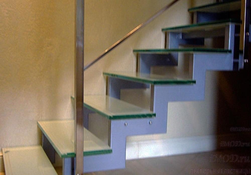 """Фото 7 прямая лестница на 2 этаж в коттедж, частный дом, таунхаус """"СуперЭлегант"""". Изготовление лестницы на заказ с монтажом под ключ. Фотография 7."""