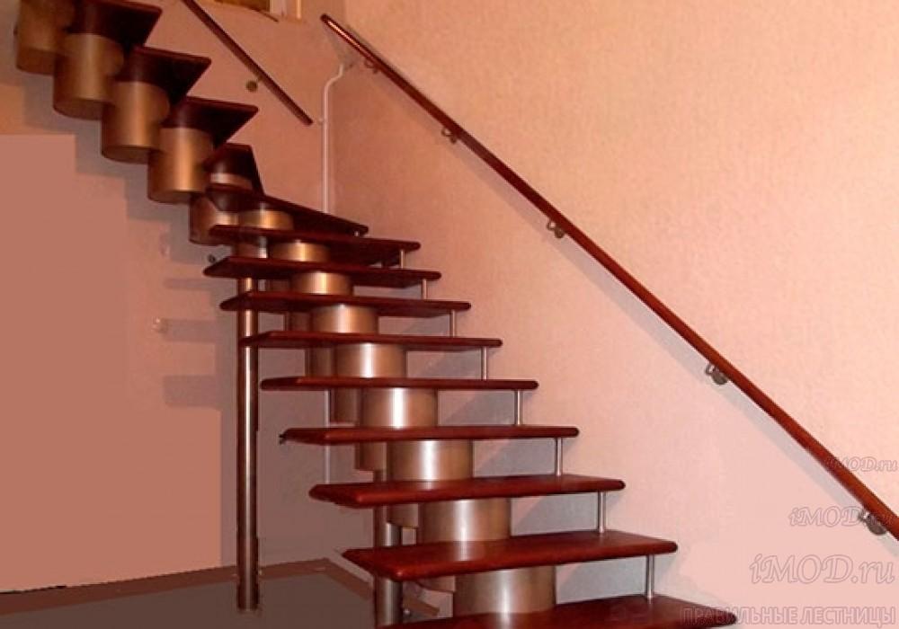 """Фото: лестница на второй этаж Г-образная ,бизнес-класса """"Модерн""""-6."""
