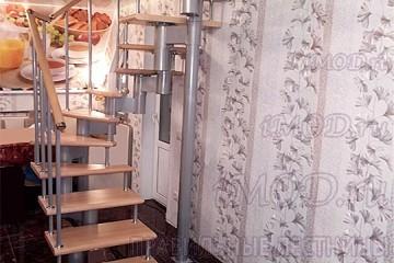 """Фото: лестницы на второй этаж П-образные """"Престиж"""" разворотные."""