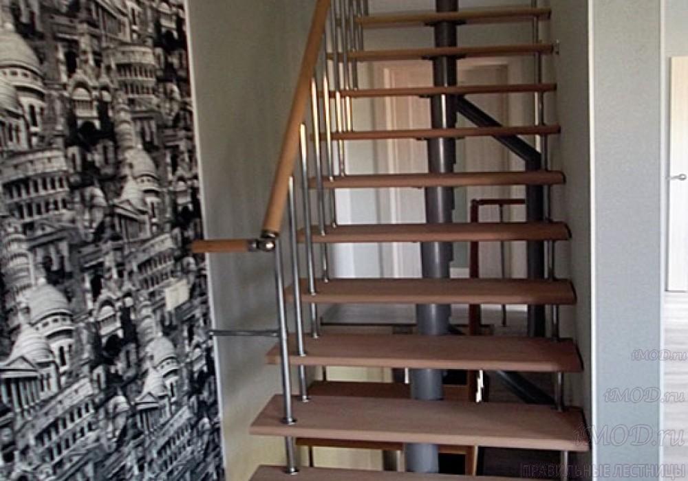 """Фото 2: прямая лестница на второй этаж """"Престиж"""" одномаршевая в загородный дом, коттедж, таунхаус, для дачи-фото2."""