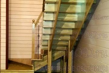 """Фото: деревянные лестницы на 2 этаж Г-образные """"Дуэт"""" на заказ с поворотом"""