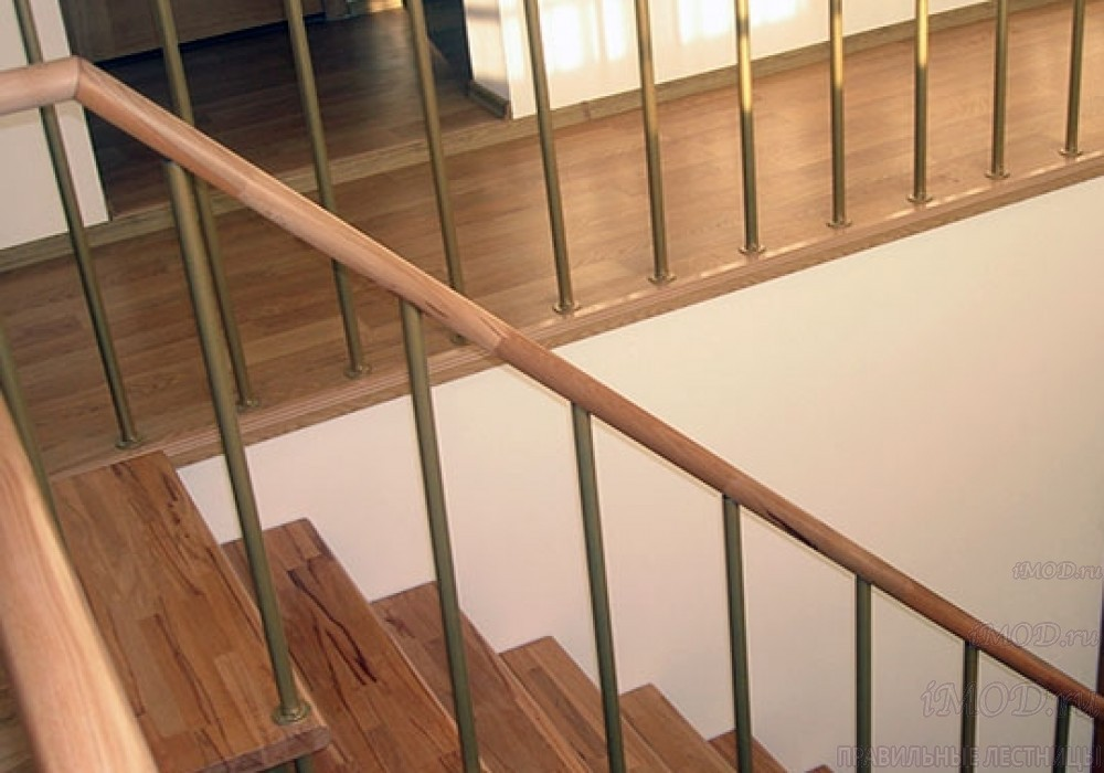 """Фото 9: модульная лестница на 2-й этаж эконом-класса П-образная """"Элегант"""" - фото 9 фотогалереи."""