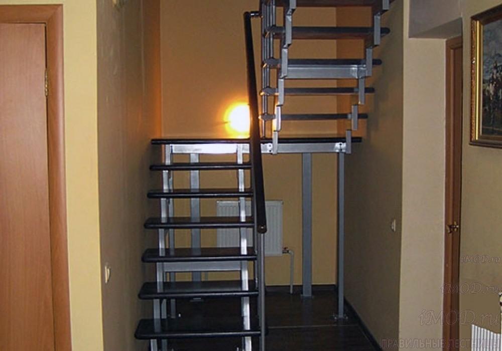 """Фото 3: модульная лестница на 2-й этаж эконом-класса П-образная """"Элегант"""" - фото 3 фотогалереи."""