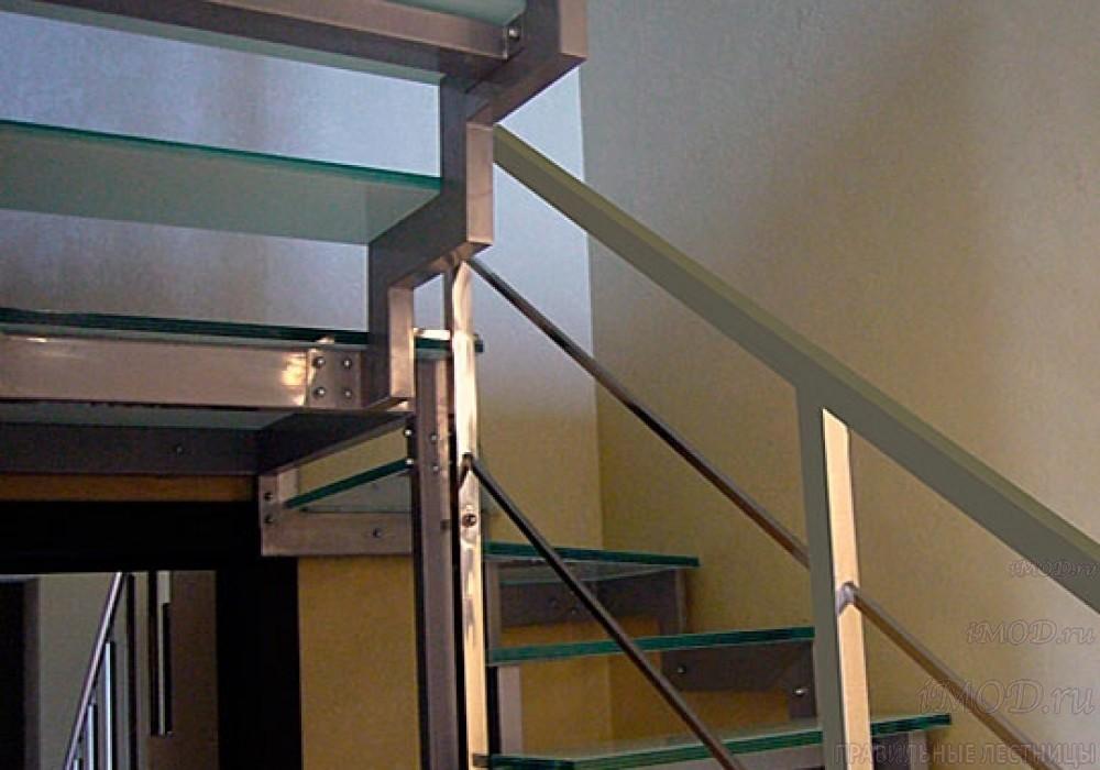 """Фото 7: модульная лестница на 2-й этаж эконом-класса П-образная """"Элегант"""" - фото 7 фотогалереи."""