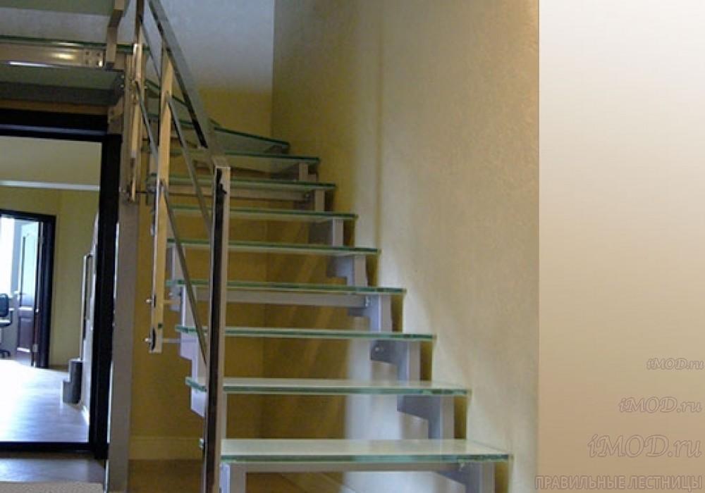 """Фото 8: модульная лестница на 2-й этаж эконом-класса П-образная """"Элегант"""" - фото 8 фотогалереи."""