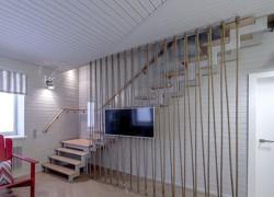 """Лестница на второй этаж с поворотом и площадкой из передачи НТВ Дачный ответ """"Кухня со шлюпкой"""""""