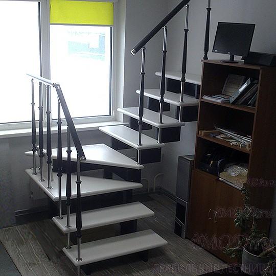 Готовые модульные деревянные лестницы на второй этаж в коттедж, дом и таунхаус разворотные на 180° п-образные Эволес (из бука, комплект). Цена без стоимости монтажа.