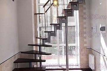 """Фото: межэтажные лестницы на 2 этаж """"Престиж"""" Г-образные модульные с поворотом."""