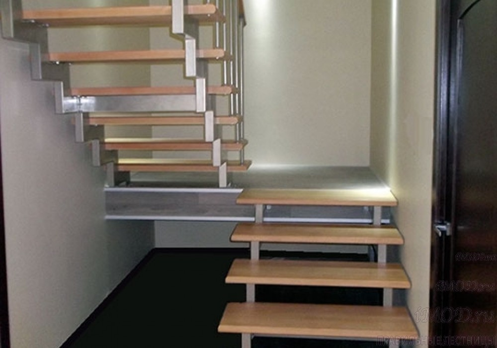 """Фото2 : лестница на 2 этаж П-образная """"СуперЭлегант"""". Изготовление лестницы на заказ с монтажом под ключ в частный дом, коттедж, таунхаус, фото 2."""