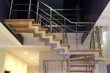 """Фото: лестница на 2 этаж П-образная """"СуперЭлегант"""". Изготовление лестницы на заказ в частный дом, коттедж."""