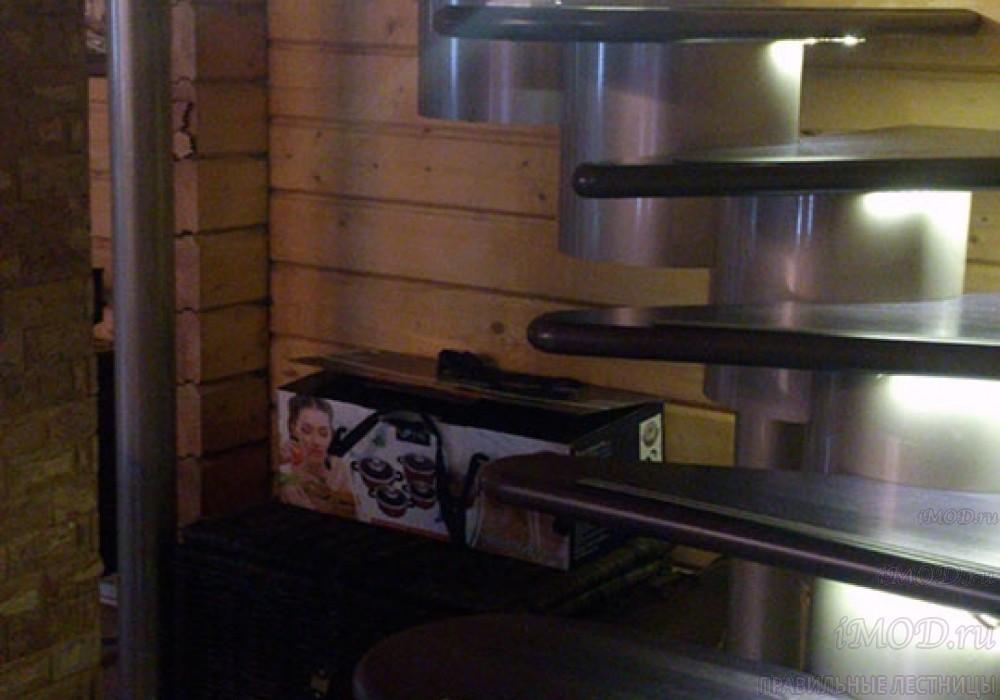 """Фото: лестница на второй этаж Г-образная ,бизнес-класса """"Модерн""""-5."""