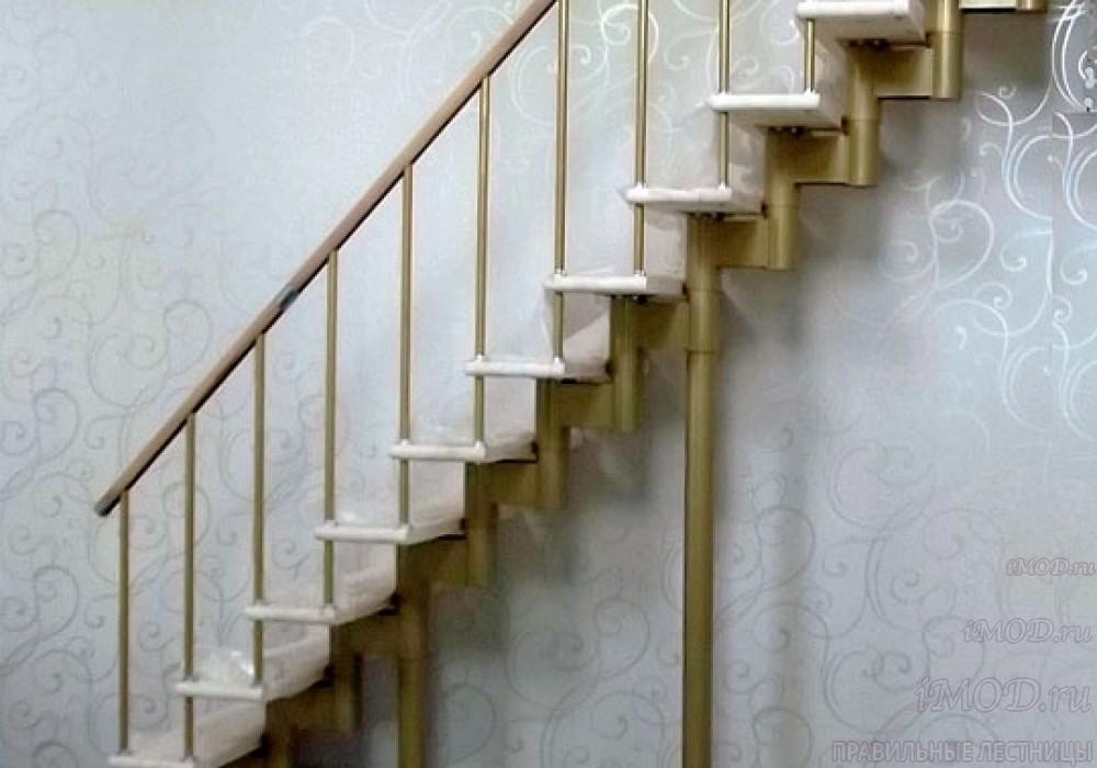 """Фото 9: прямая лестница на второй этаж """"Престиж"""" одномаршевая в загородный дом, коттедж, таунхаус, для дачи-фото9."""