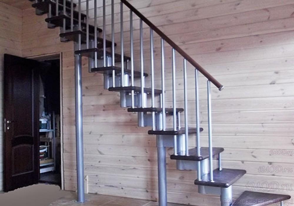 """Фото 4: прямая лестница на второй этаж """"Престиж"""" одномаршевая в загородный дом, коттедж, таунхаус, для дачи-фото4."""