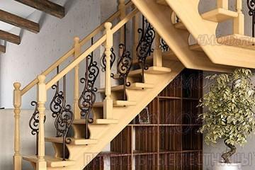 """Фото: деревянная лестница на второй этаж П-образная """"Дуэт"""" с разворотом (на заказ)."""
