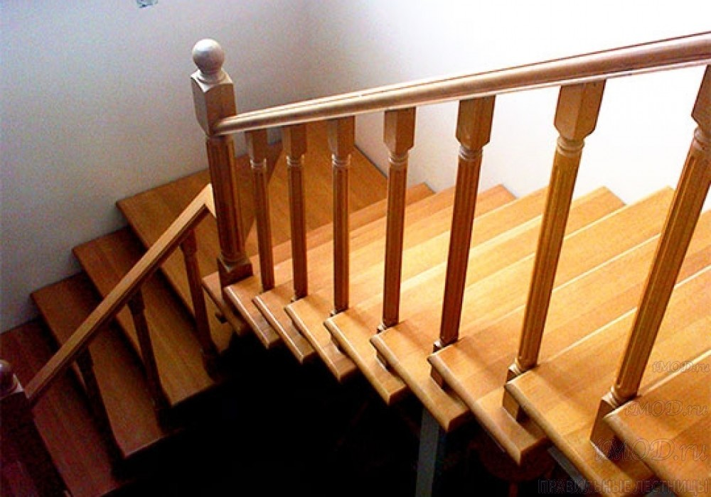 """Фото 11: модульная лестница эконом-класса на 2 этаж Г-образная """"Элегант""""- фото 11 в фотогалерее."""