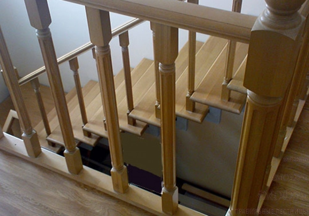 """Фото 12: модульная лестница эконом-класса на 2 этаж Г-образная """"Элегант""""- фото 12 в фотогалерее."""