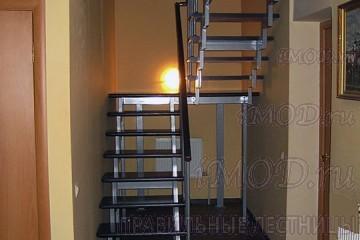 """Фото: модульная лестница на 2-й этаж эконом-класса П-образная """"Элегант""""."""