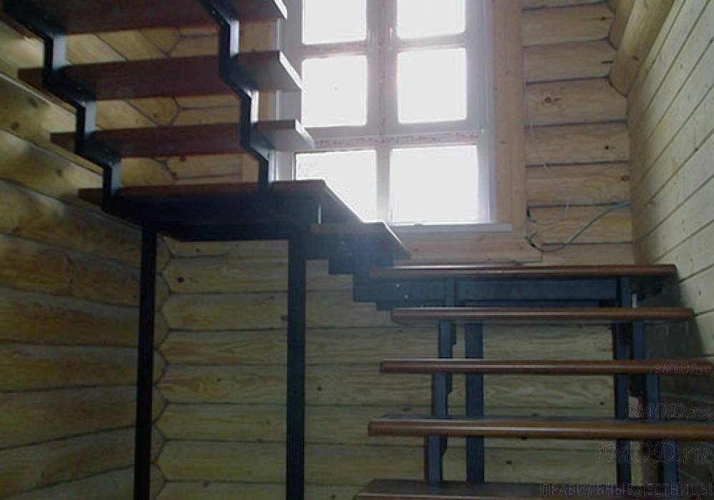 """Фото 2: модульная лестница на 2-й этаж эконом-класса П-образная """"Элегант"""" - фото 2 фотогалереи."""