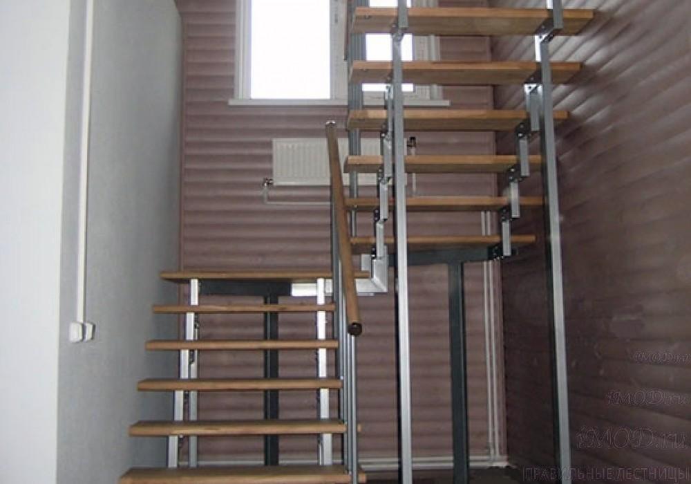 """Фото 1: модульная лестница на 2-й этаж эконом-класса П-образная """"Элегант"""" - фото 1 фотогалереи."""