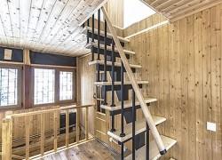 """Лестница прямая на 2 этаж на металлокаркасе из передачи НТВ Дачный ответ """"Мансарда с каютами"""""""