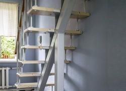 """Компактная лестница на 2 этаж дома на мансарду из передачи НТВ Дачный ответ """"Ударная мансарда"""" эфир 28.08.2016 №280"""